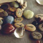 Quieres saber ¿qué son las runas y para que sirven?